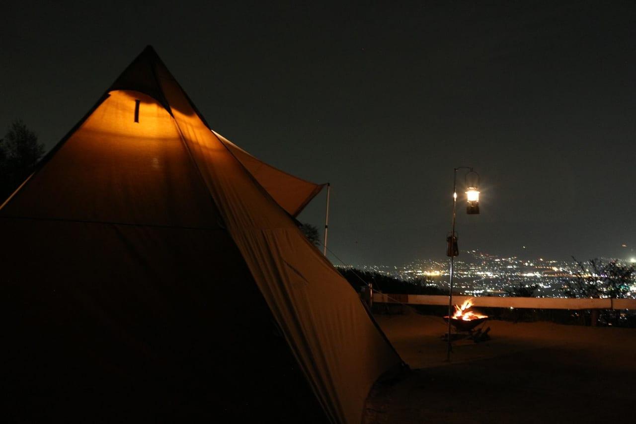 ほったらかしキャンプ場と夜景とテント