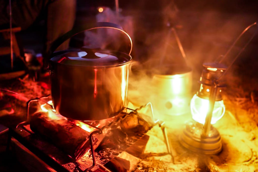 /キャンプでちゃんこ鍋を食べる-1024x684