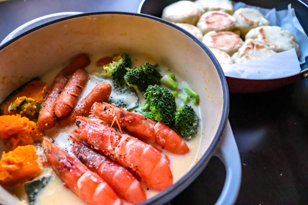 【冬キャンプにぴったり】ミルク味噌鍋レシピとフライパンで作れるちぎりパン