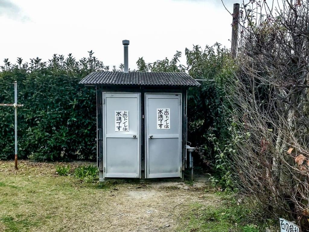 /キャンプサイトのトイレ-1024x769