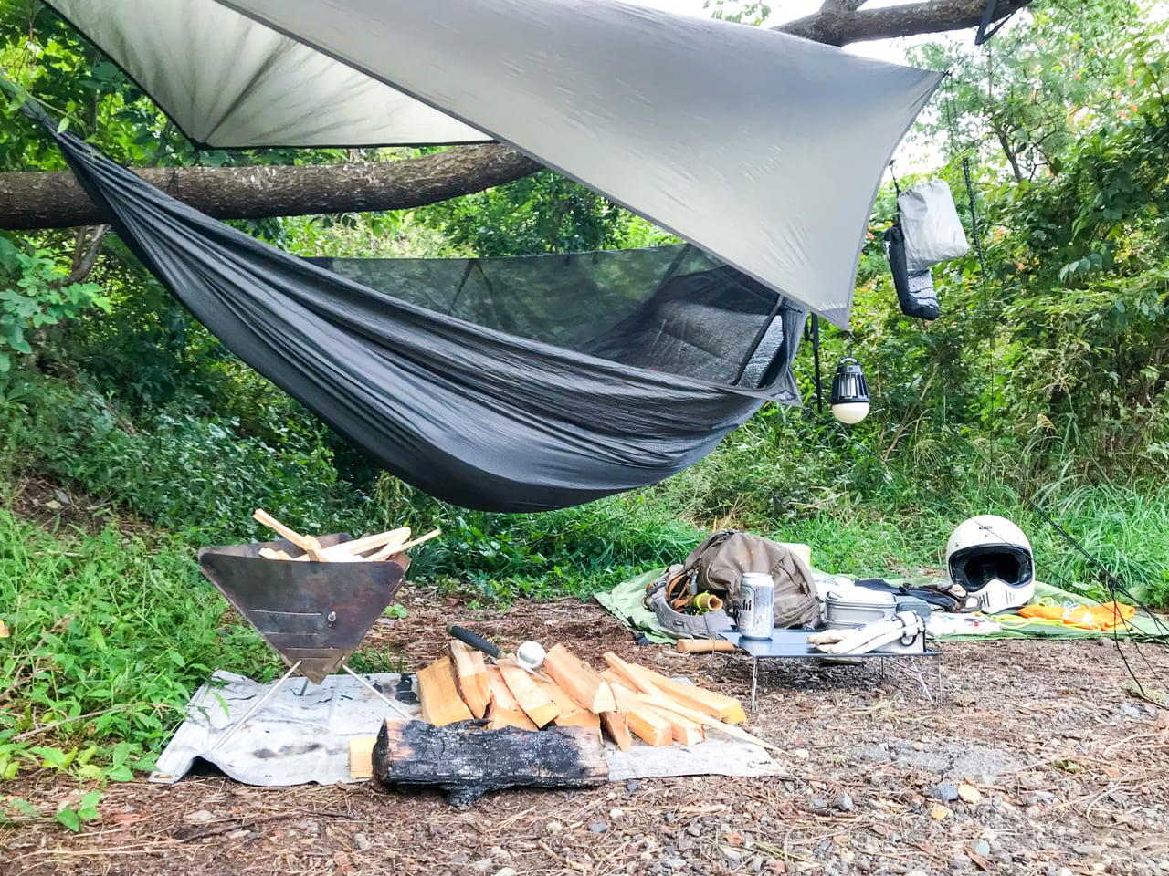 /キャンプ場で張ったヘネシーハンモックハイパーライト
