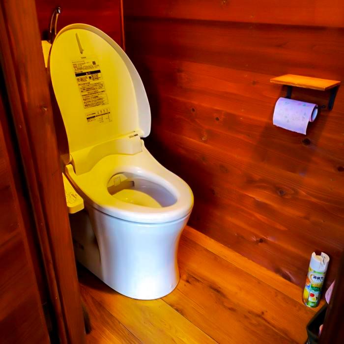 /キャンプ場のトイレ(洋式)