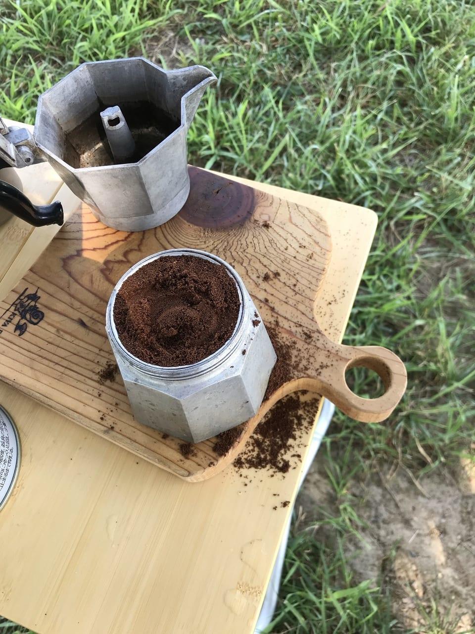 /コーヒー豆を入れた写真-e1566468823526
