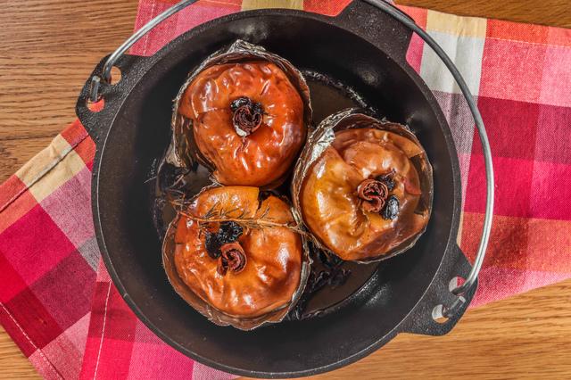 /ダッチオーブンで焼きリンゴ