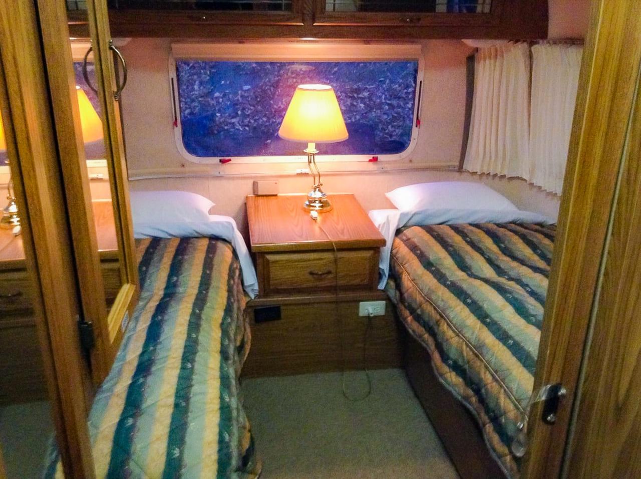 /フカフカのベッドは寝心地抜群
