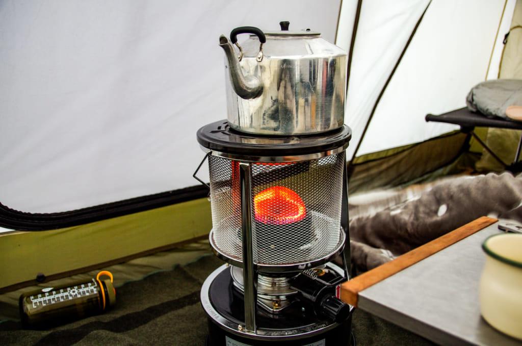 冬キャンプの時はストーブを置いて、幕内で快適にキャンプができます。