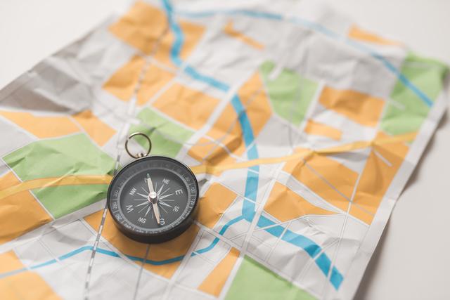 /地図とコンパス-1