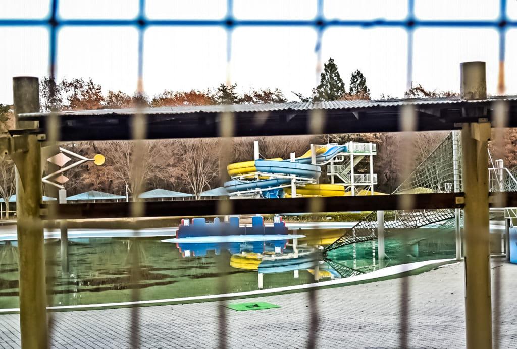 /夏場はプールで遊べる-1024x692
