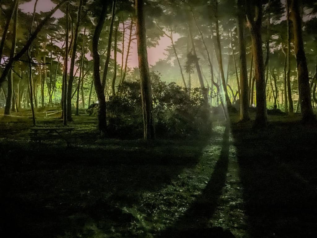/夜中でも明るい大洗キャンプ場-1024x768