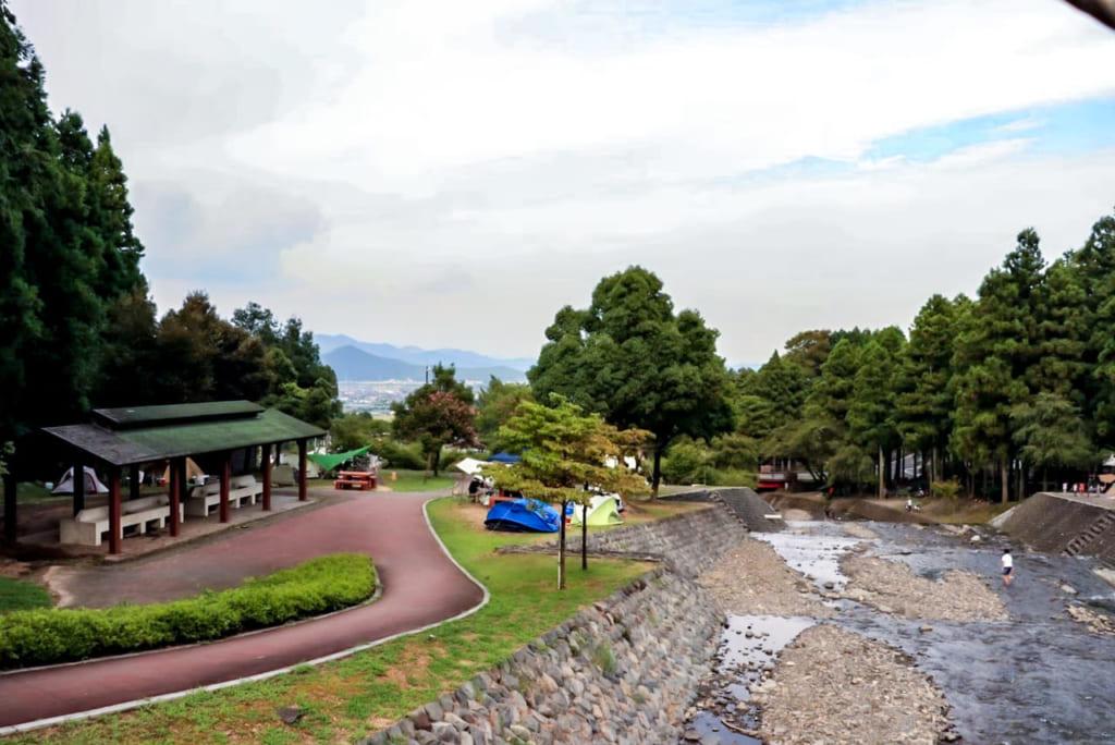 /大津谷公園キャンプ場の全景-1024x684
