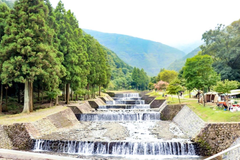 /大津谷公園キャンプ場の段々川-1024x683