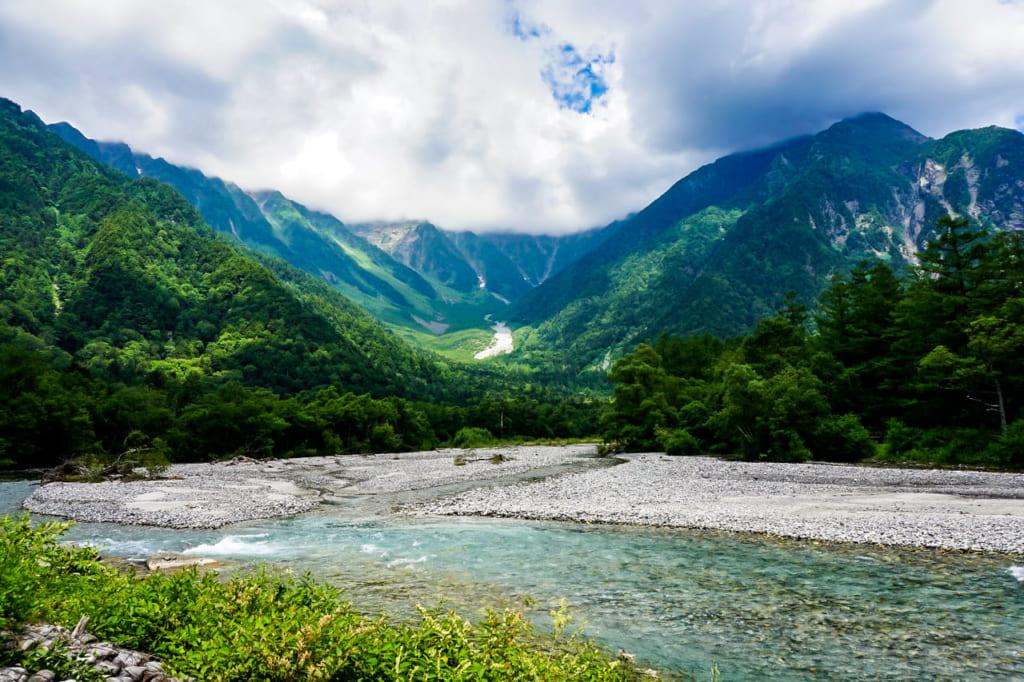 /山々から流れる梓川-1024x682