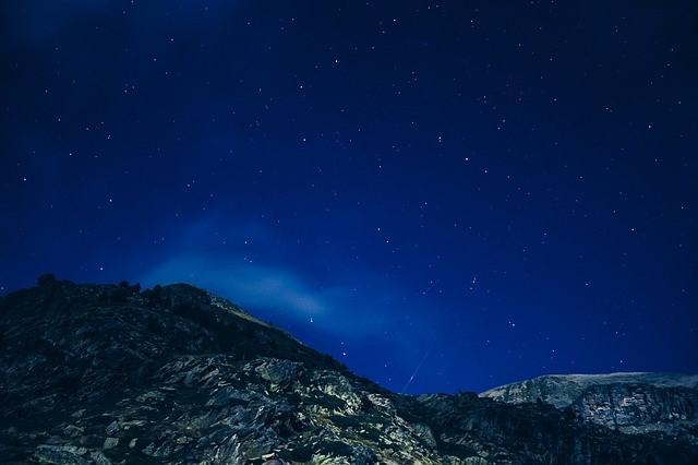 /山と夜空