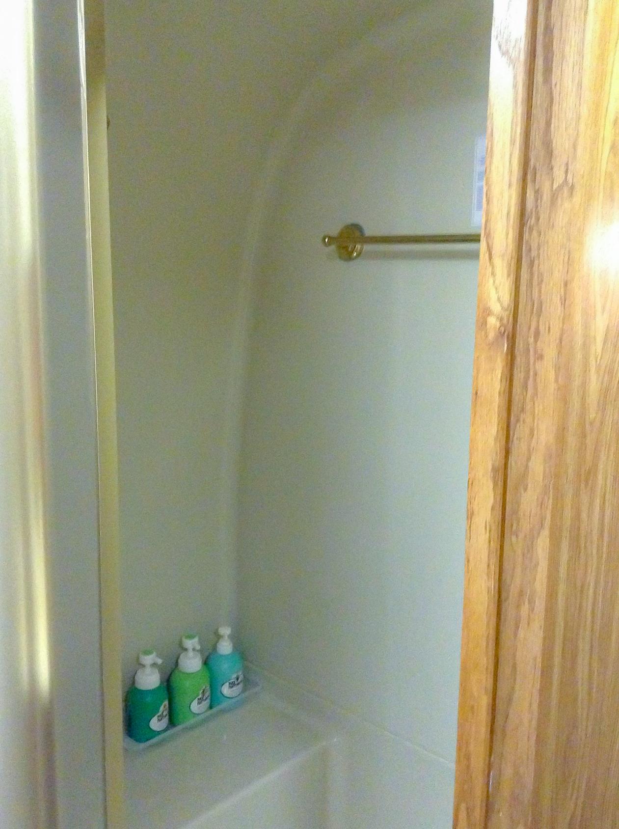 /広めのシャワールーム