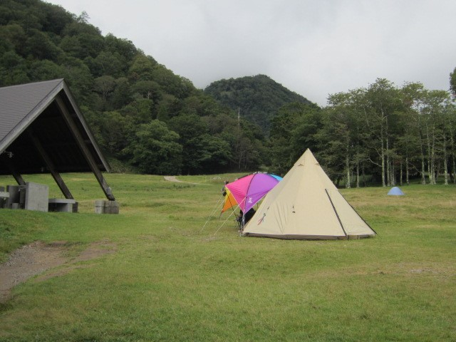 日光湯元キャンプ場で設営