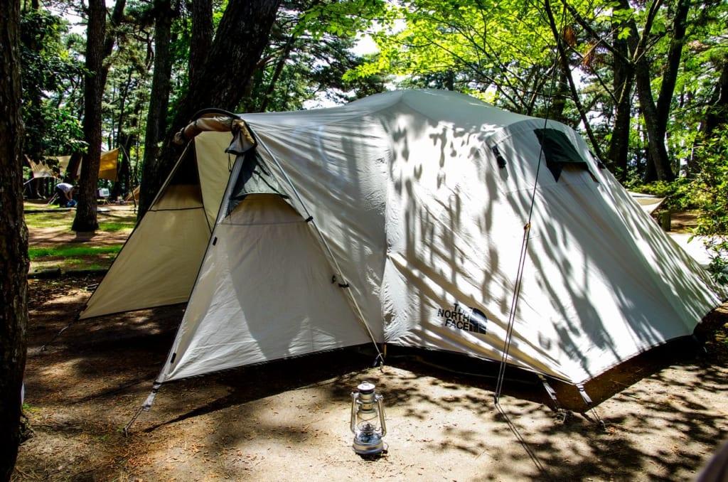 有効面積が広い前室付きのコンパクトなテント
