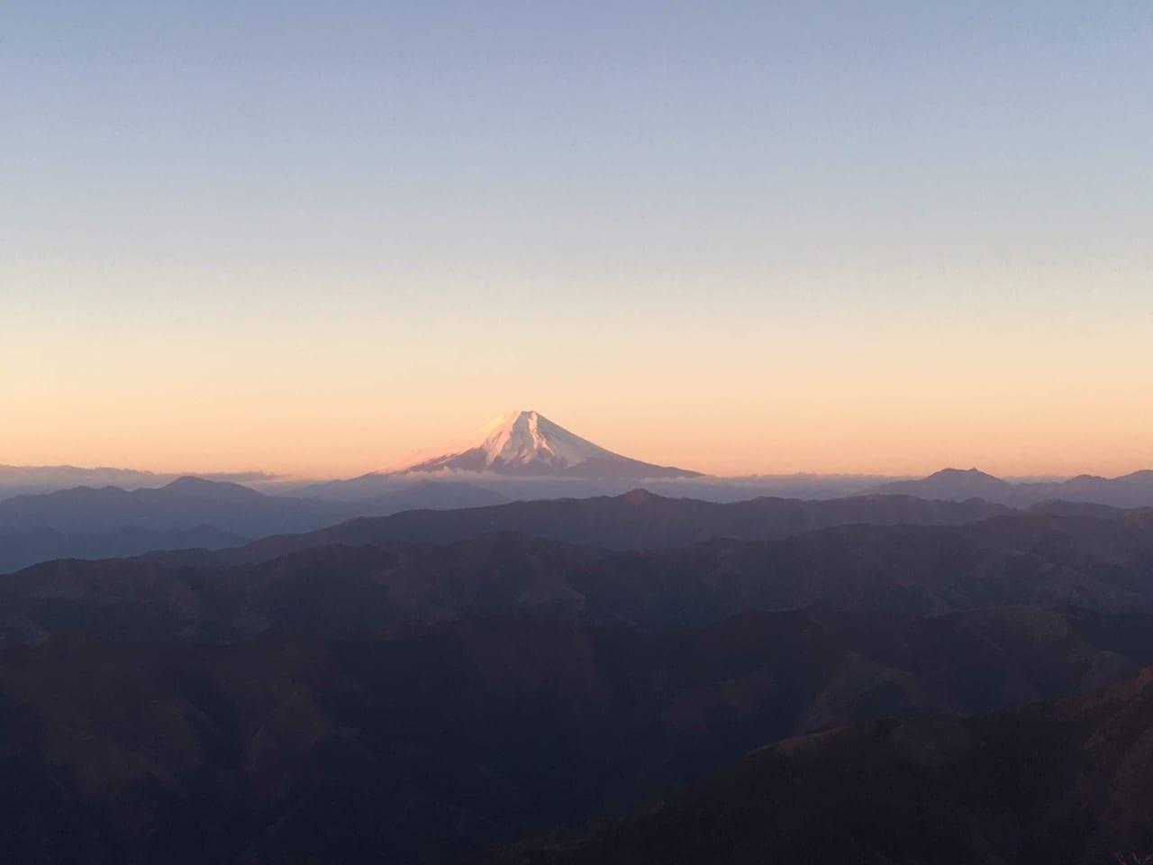 /朝焼けの富士山