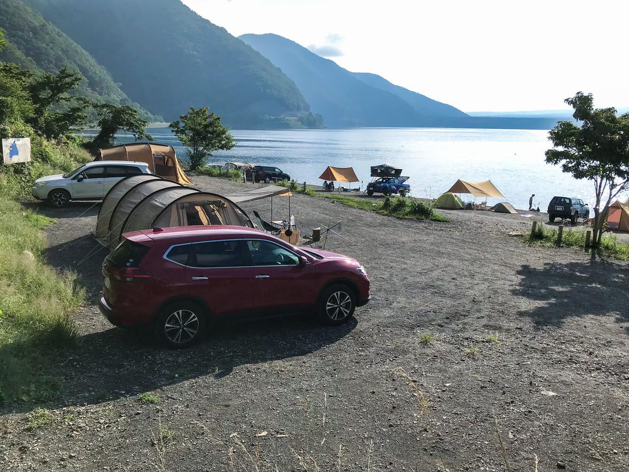 /浩庵キャンプ場の湖畔サイトはハンモックは張れない