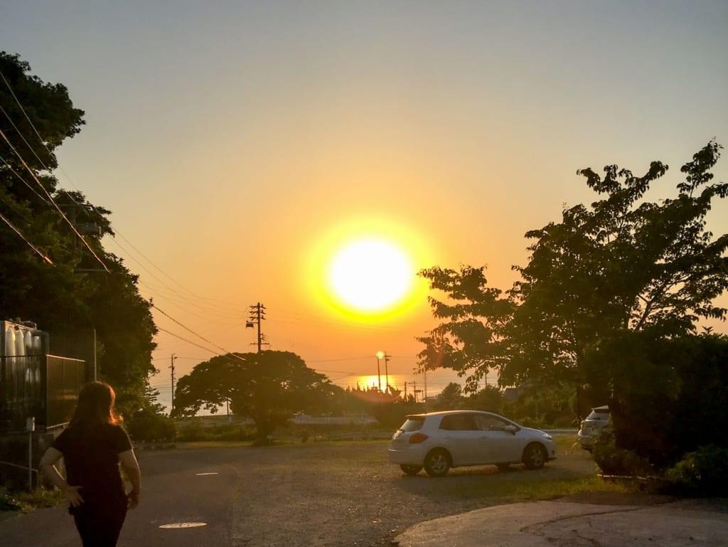 /海に落ちる綺麗な夕日-1024x769