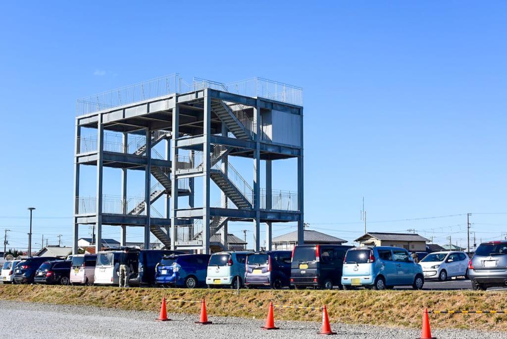 /海の駅近くの津波避難タワー-1024x686
