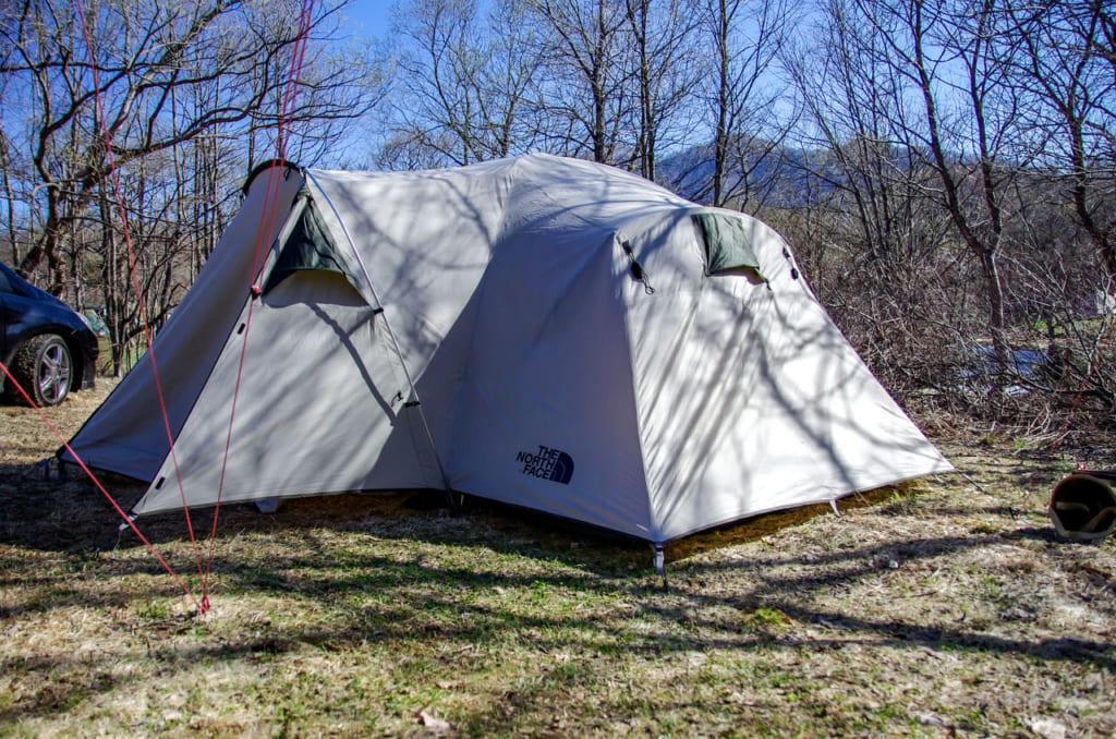 現行のテントには無い不思議な形をしていますよね