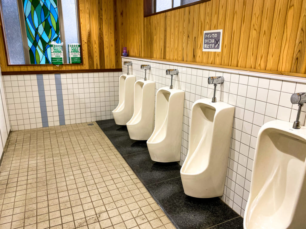 /男子トイレの内観-1024x768