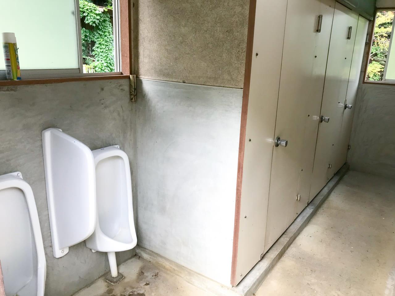 /男子トイレ内部