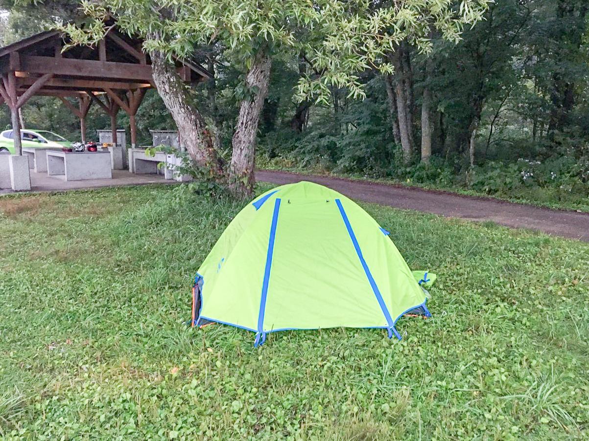 /雨の日のためのドーム式テント