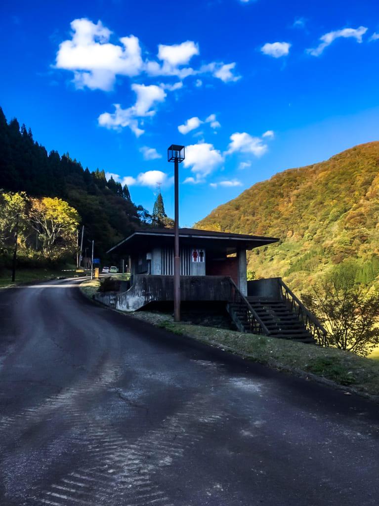 麻那姫湖青少年旅行村のトイレ-767x1024