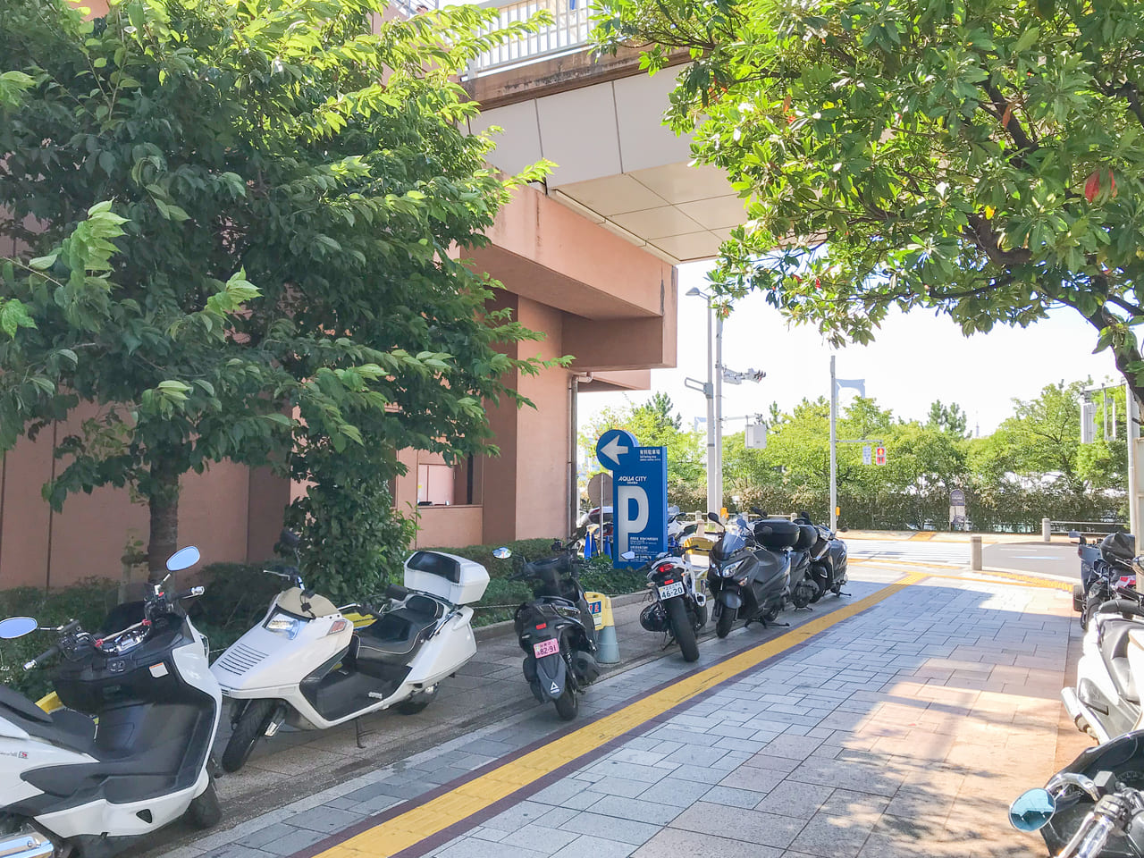 /1261-aqua-city-1f-motorcycle-bicycle-parking-lot-appearance