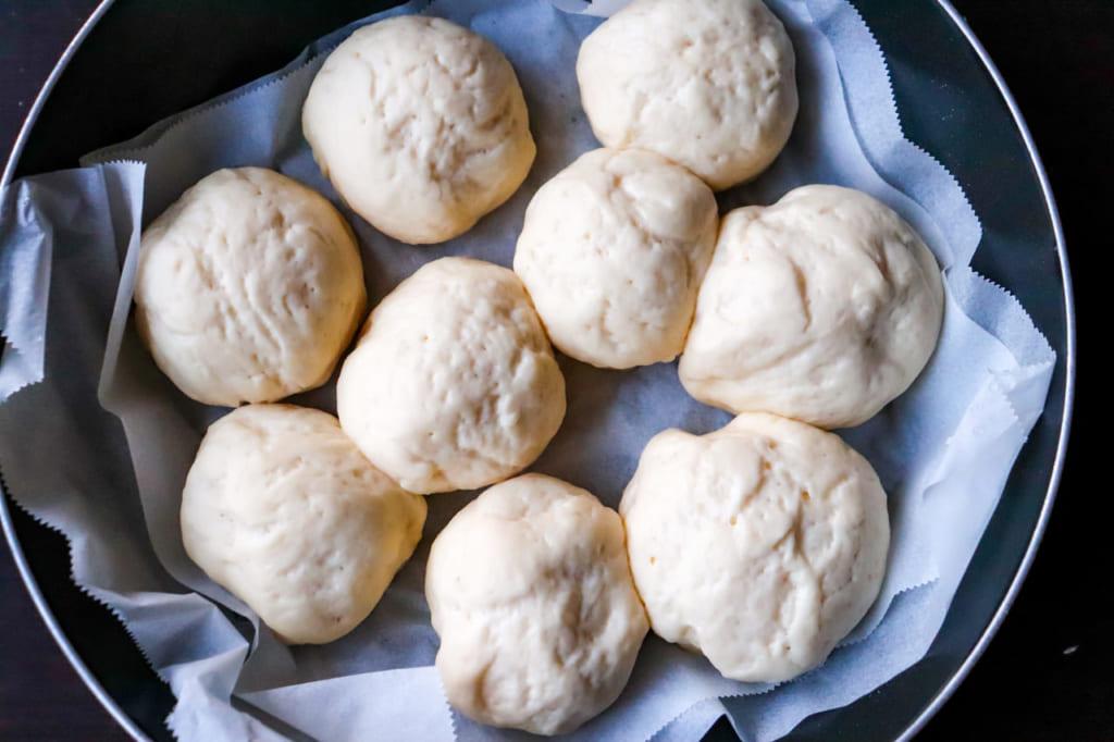 2次発酵して膨らんだパン生地