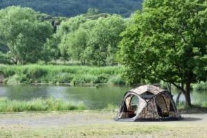 テントと湖