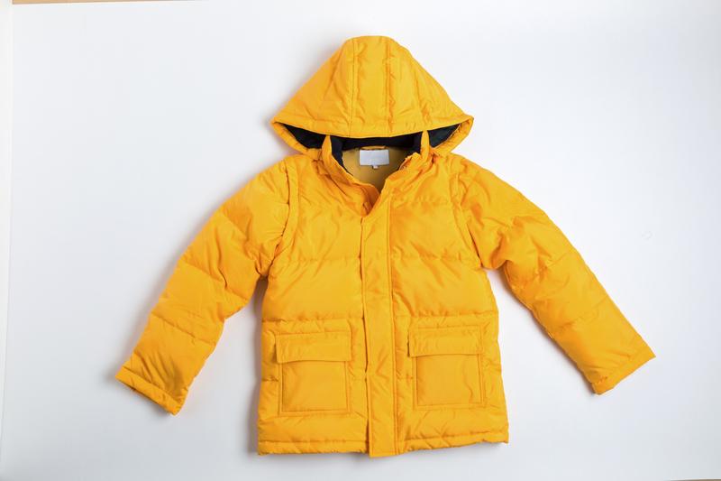 子供用のダウンジャケット