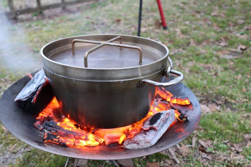 キャンプでダッチ―オーブン料理