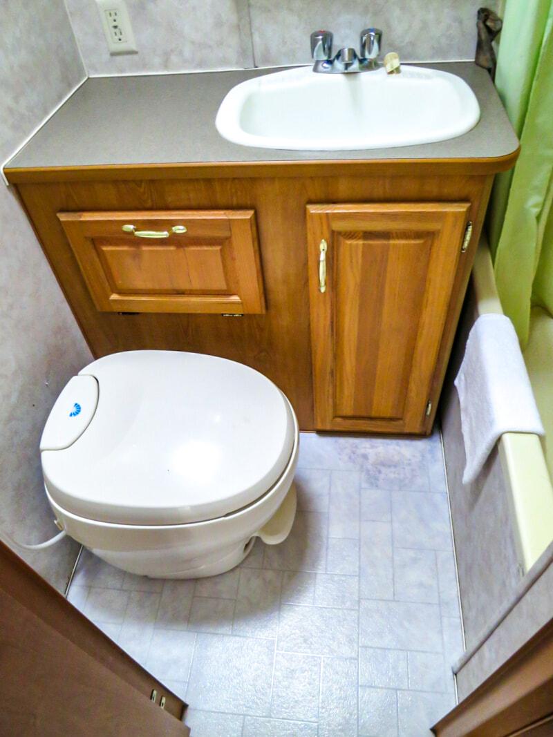 トレーラーホームのトイレ