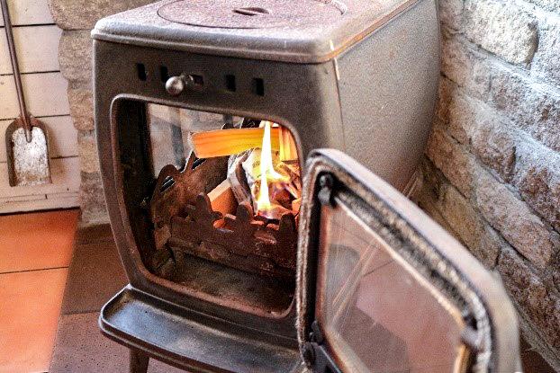 初めての薪ストーブに着火