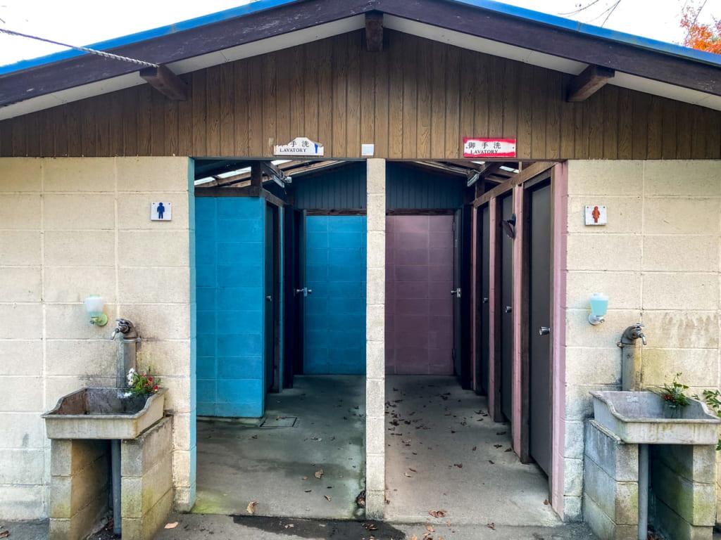 滝沢園キャンプ場のトイレ-1024x768