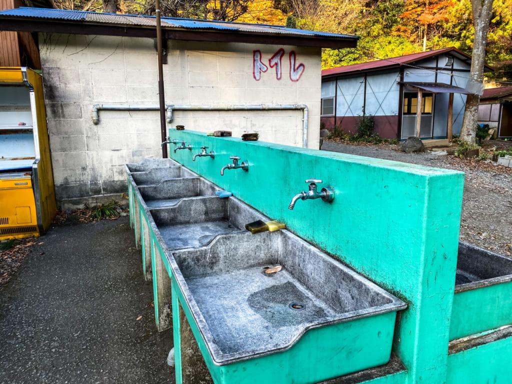 滝沢園キャンプ場の水場-1024x768