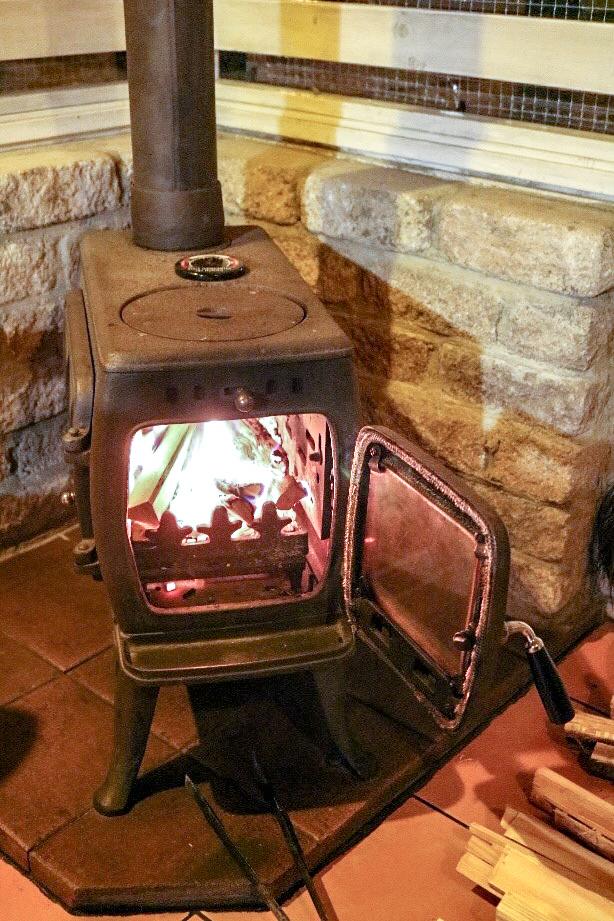炎が安定した薪ストーブの様子