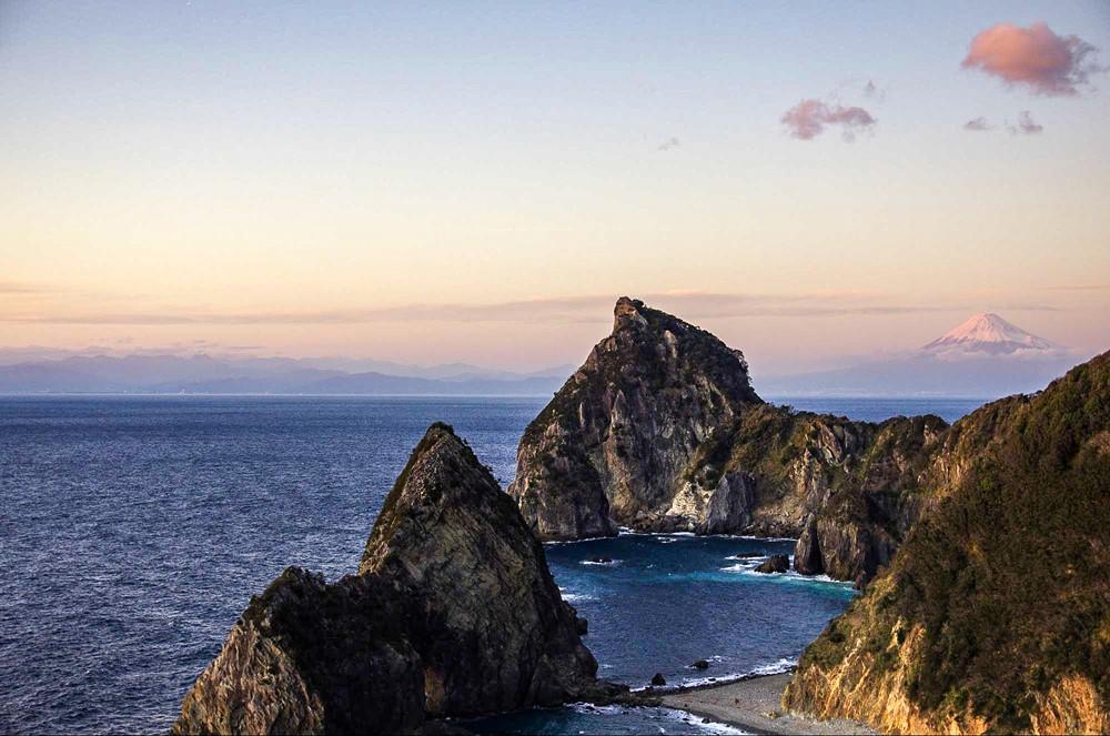 【西伊豆】雲見夕陽と潮騒の岬オートキャンプ場で海越しの富士山を楽しむ絶景ポイントを解説
