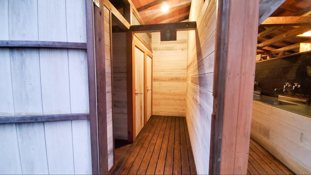 7823-男トイレ入り口