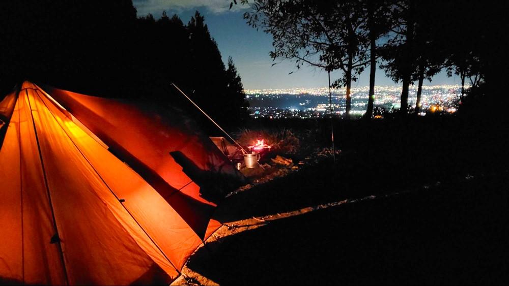 7823-静かなキャンプ場と夜景