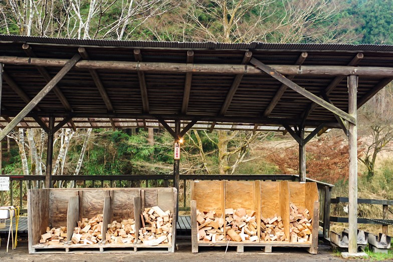 CAZUキャンプ場に設置されている薪