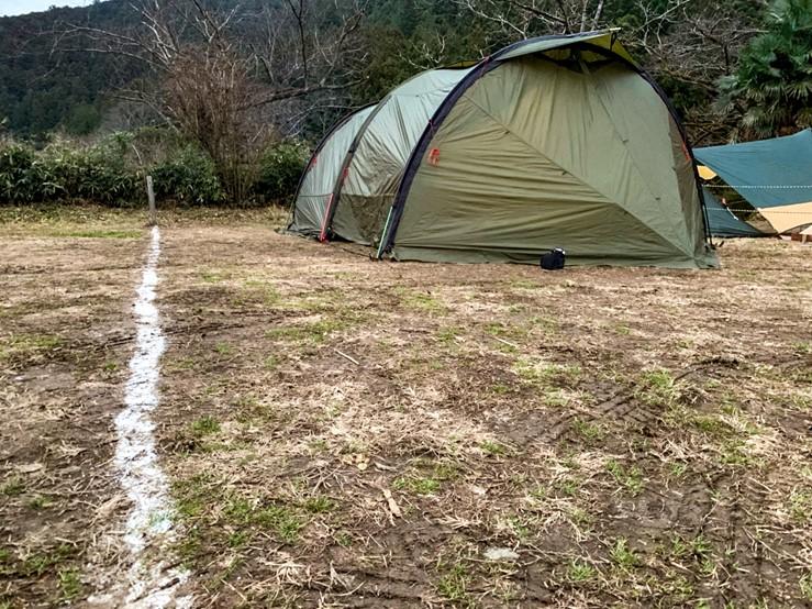 CAZUキャンプ場の地面の様子