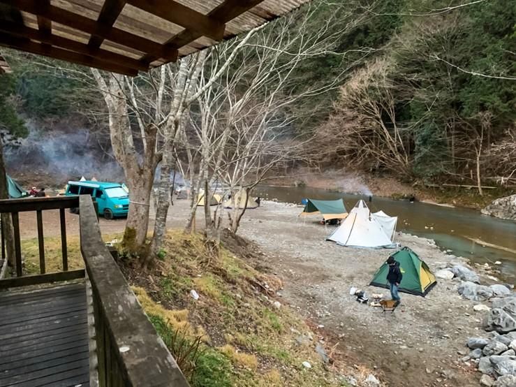 CAZUキャンプ場の川沿いフリーサイト