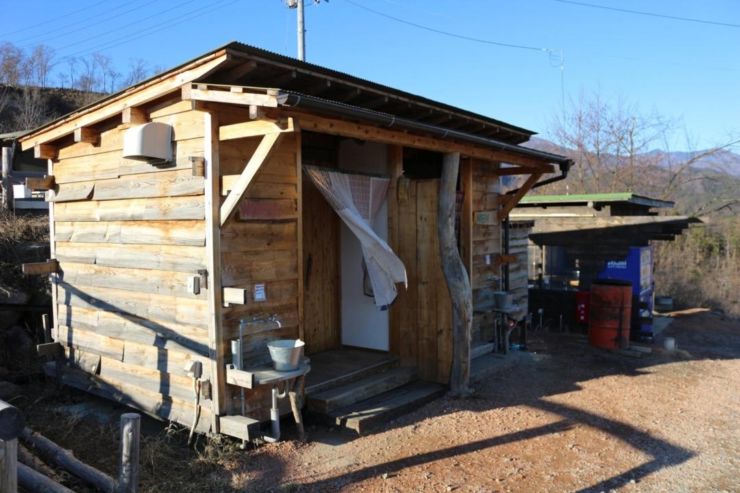 ほったらかしキャンプ場のトイレ棟
