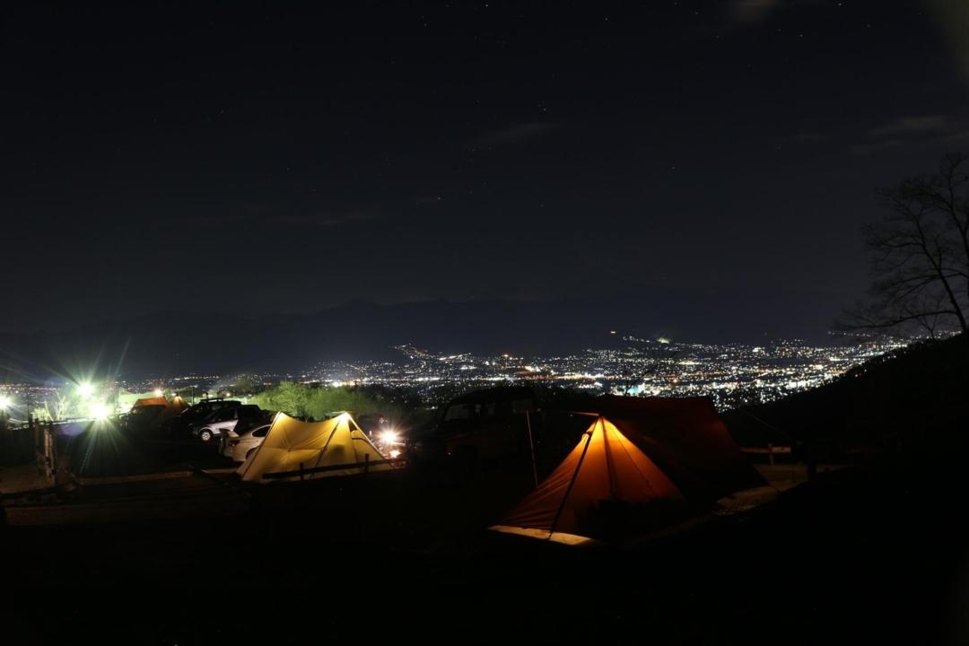ほったらかしキャンプ場の区画サイトの夜と夜景
