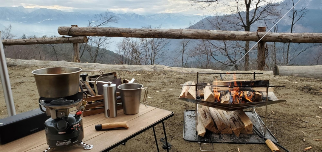 キャンプ場の朝珈琲の風景