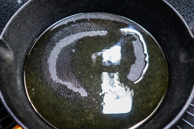 スキレットにひいた油