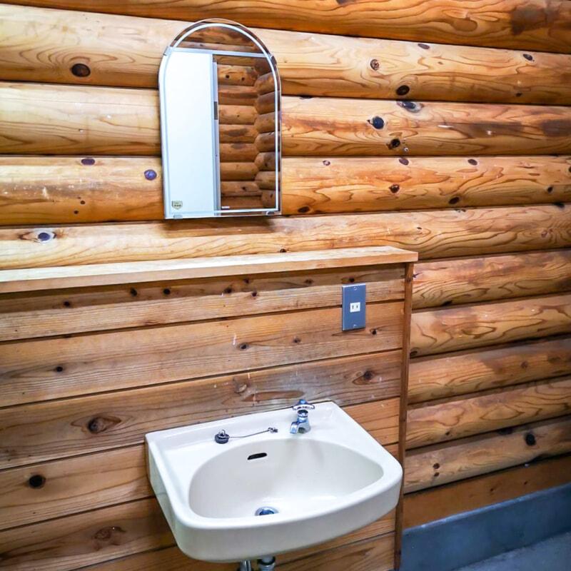 トイレに設置されたコンセント付き洗面台